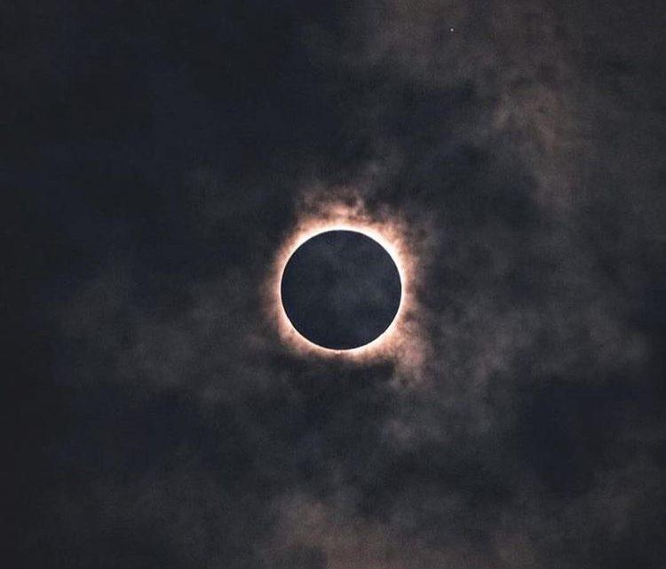 ¿Alguien se salva de los eclipses?